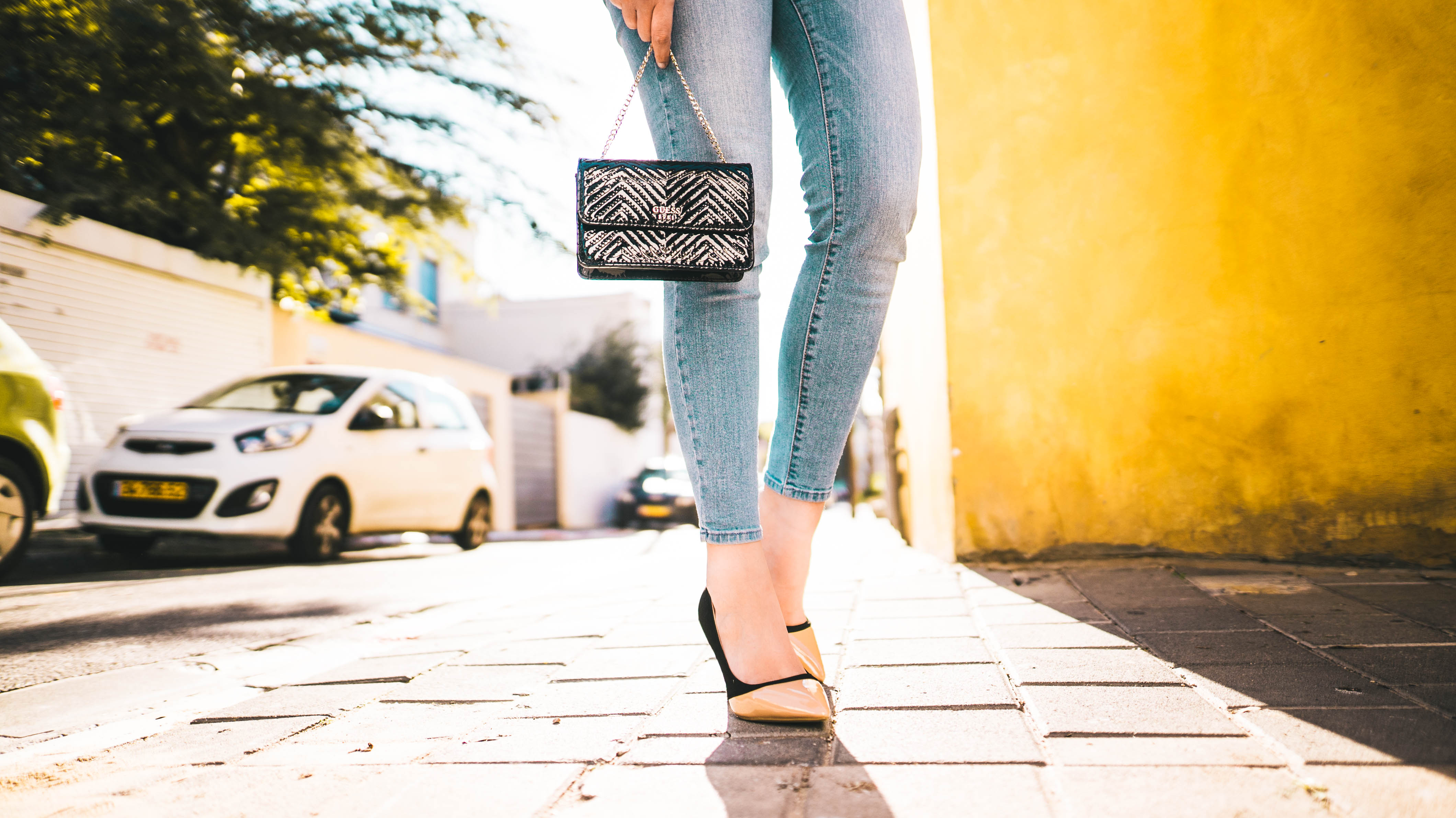 Fashionista in the city jeans & bag